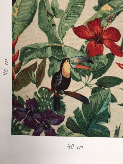 Møbesltof med mønster. Tocan og blomster