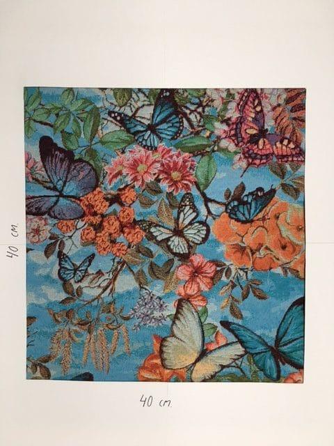 Møbesltof med mønster. Sommerfugle og blomster