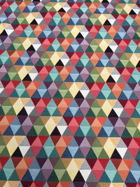 Møbesltof med mønster. Store trekanter