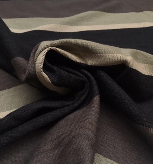 Bestla grå fra Kvadrat med striber i mørkegrå, mellemgrå, grøn og råhvid