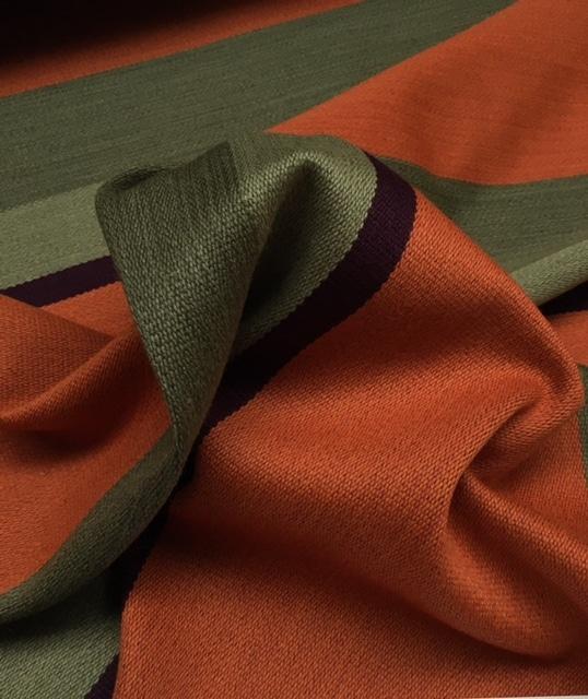 Bestla orange fra Kvadrat med striber i orange, grøn og aubergine