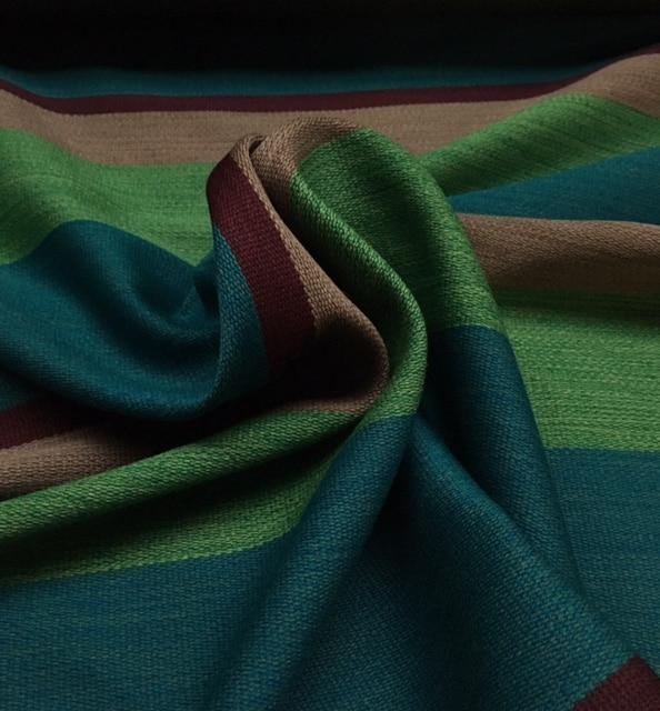 Bestla turkis fra Kvadrat med striber i turkis, grøn, varm grå og dyb lilla