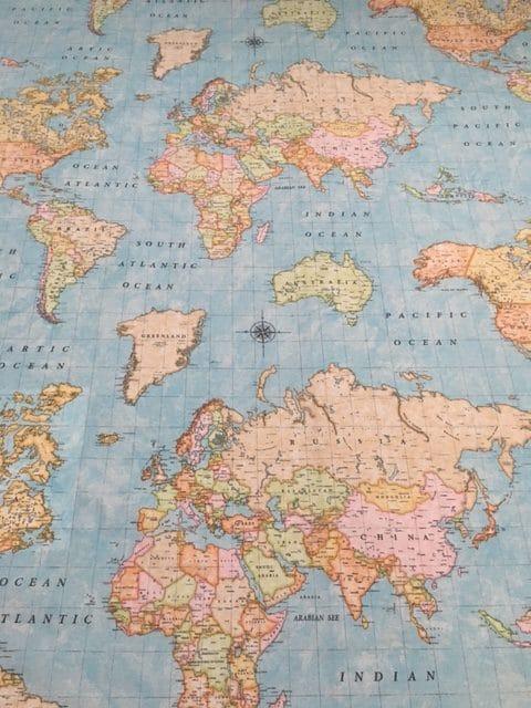 Tekstildug med verdenskort fra Skumhuset