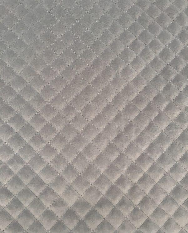 Quiltet velour i lys grå fra Skumhuset.